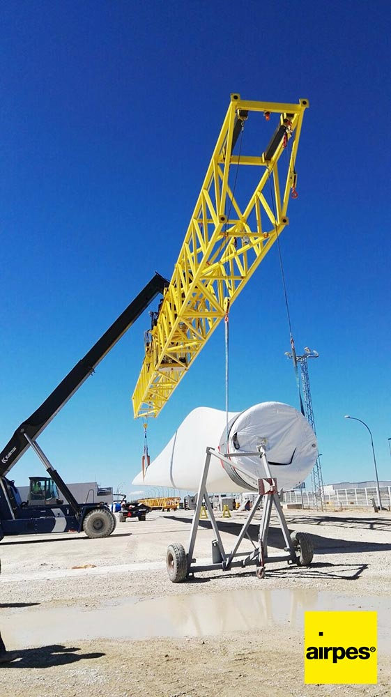 Moving wind turbine plates 03 | Lifting Equipment | VESTAS | Airpes