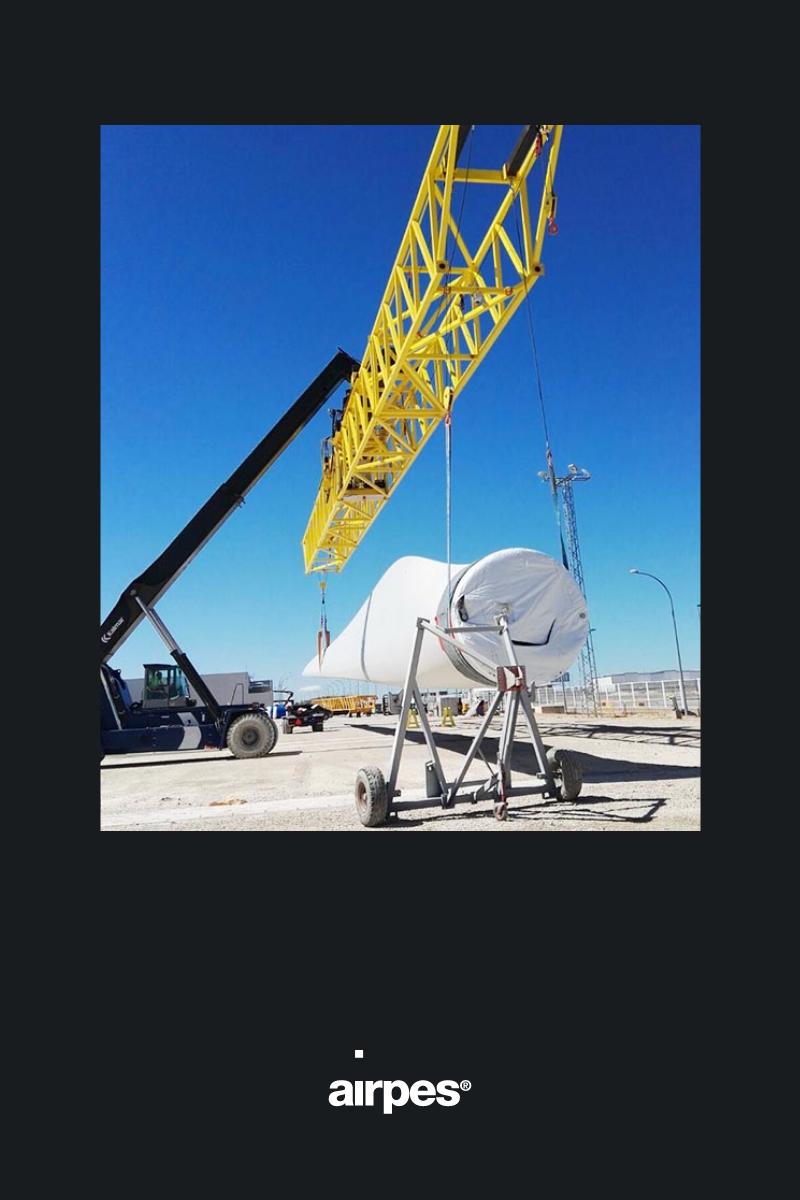Lifting equipment for wind turbine blades